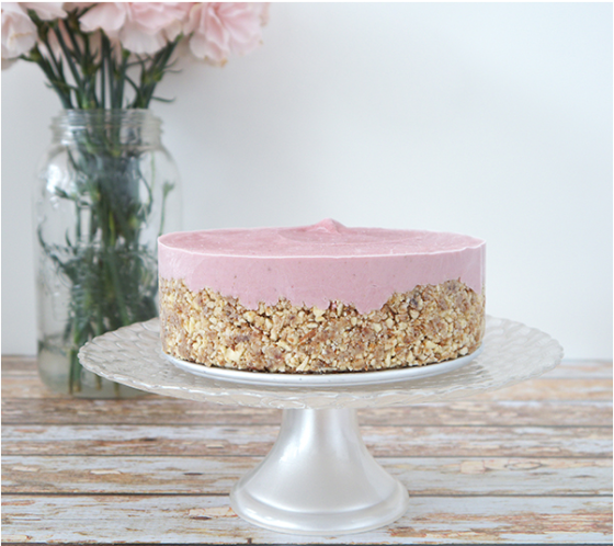 http://www.glutenfreeveganlove.com/vegan-gluten-free-recipes/gluten-free-vegan-raw-strawberry-cheesecake/